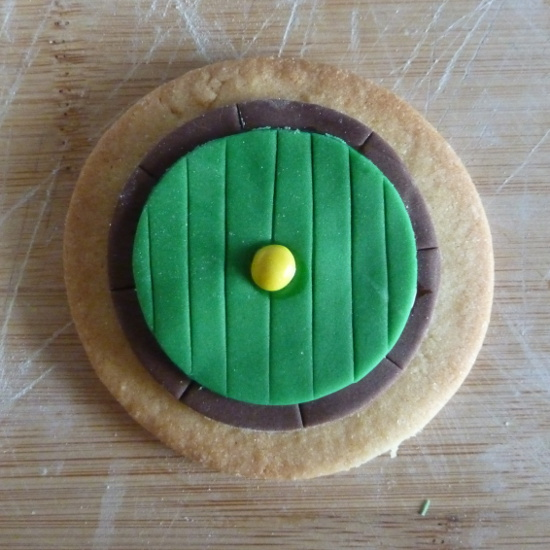 Hobbit fairy door green and brown cookie to enjoy fantasy party idea recipe