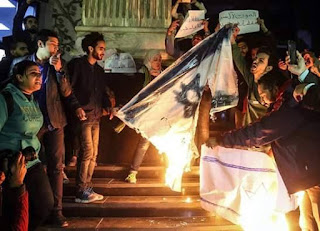 عاجل تونس : وسط العاصمة مسيرة شعبية خرجت الان بشارع الحبيب بورقيبة