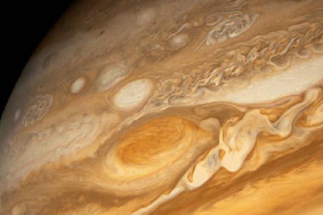 Energia: Mancha Vermelha em Júpiter é fonte intensa de calor, diz estudo