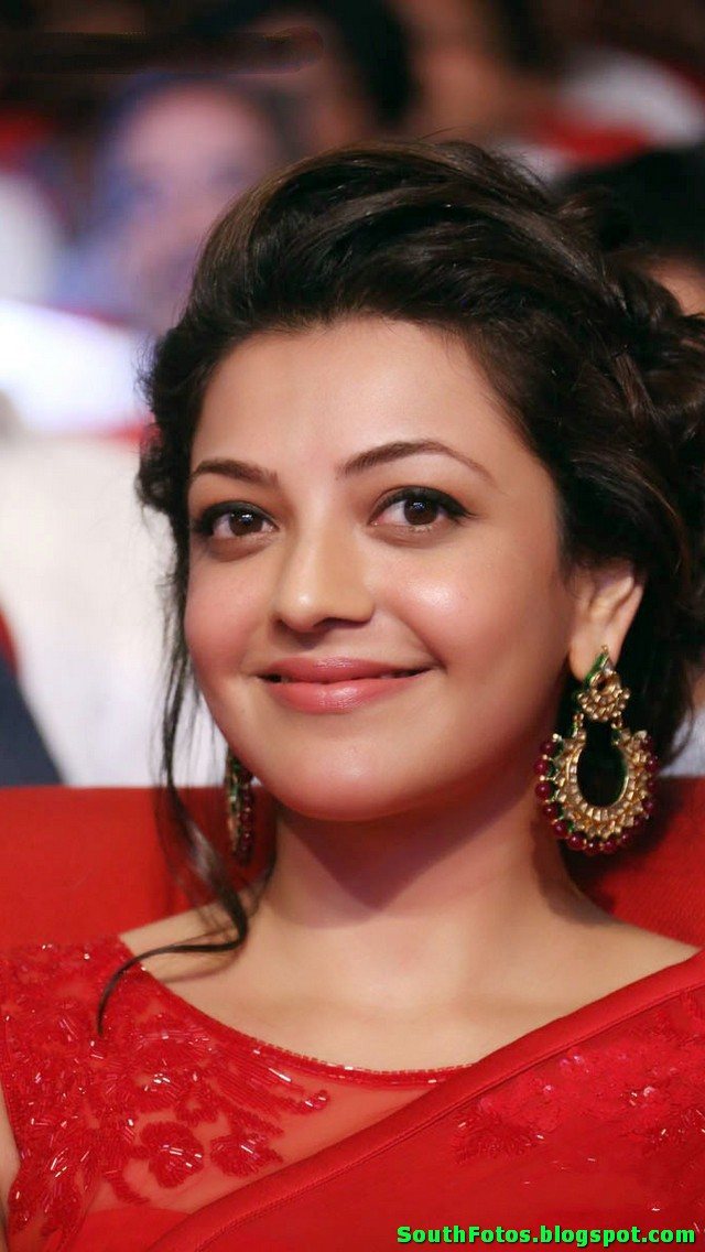 Kajal Agarwal Hot in Saree Wallpaper