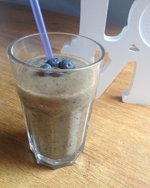 bananen blaubeer feldsalat smoothie a la veganaholic. Black Bedroom Furniture Sets. Home Design Ideas