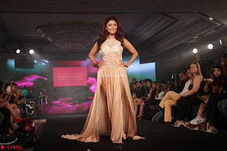 Manjari Phadnis Walks the Ramp At Designer Nidhi Munim Summer Collection Fashion Week (12).JPG