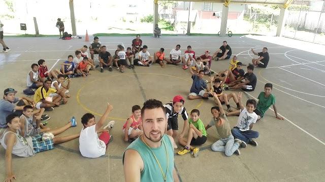 Parceria da Prefeitura e Projeto Águias da Bola leva esporte as crianças e adolescentes