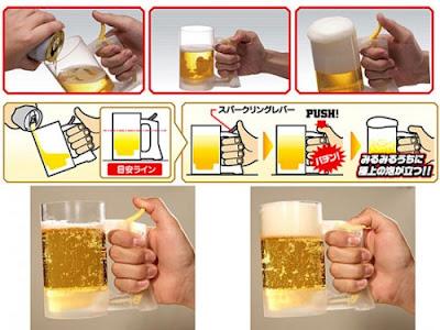 Jarra de cerveza que añade espuma