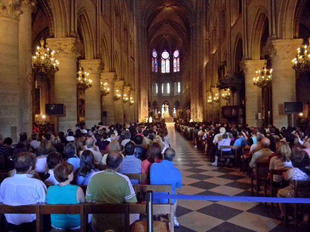 katedra w Paryżu, Msza św.