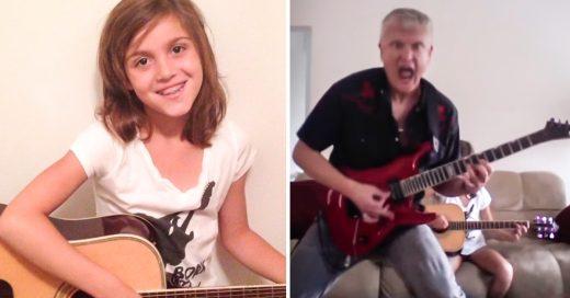 Niña toca la guitarra y su papá la interrumpe