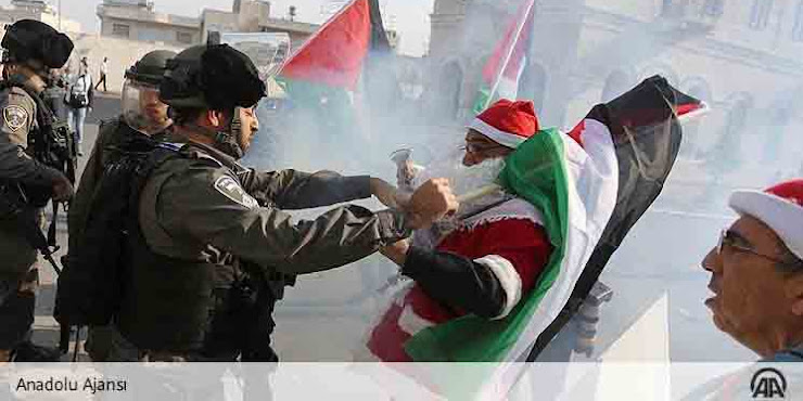 Israel Serang Santa dan Bubarkan Pawai Natal, Netizen sebut Butuh Banser jaga Natal di Palestina