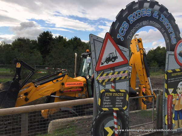 JCB rides and drives at Diggerland