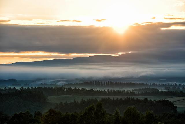 朝日とクラウドと霧
