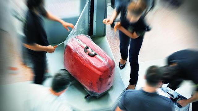 19χρονη στη Μυτιλήνη προσπάθησε να επιβιβαστεί σε πλοίο έχοντας στην βαλίτσα της... έναν 21χρονο αλλοδαπό