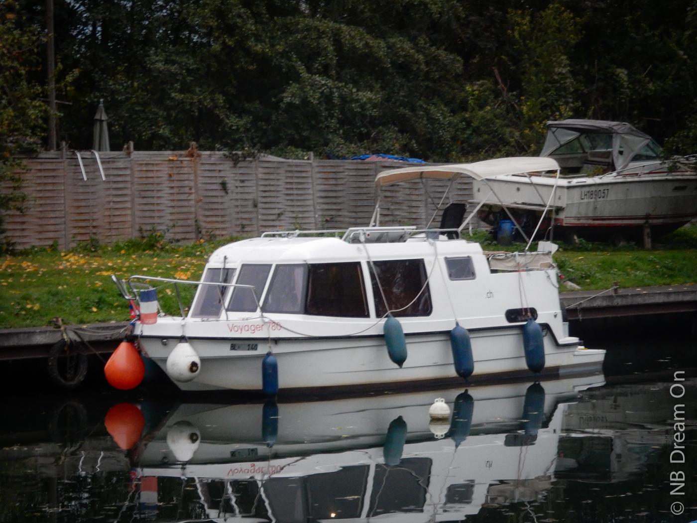 narrowboat dream on voyager 780 un bateau lectrique dans le port. Black Bedroom Furniture Sets. Home Design Ideas