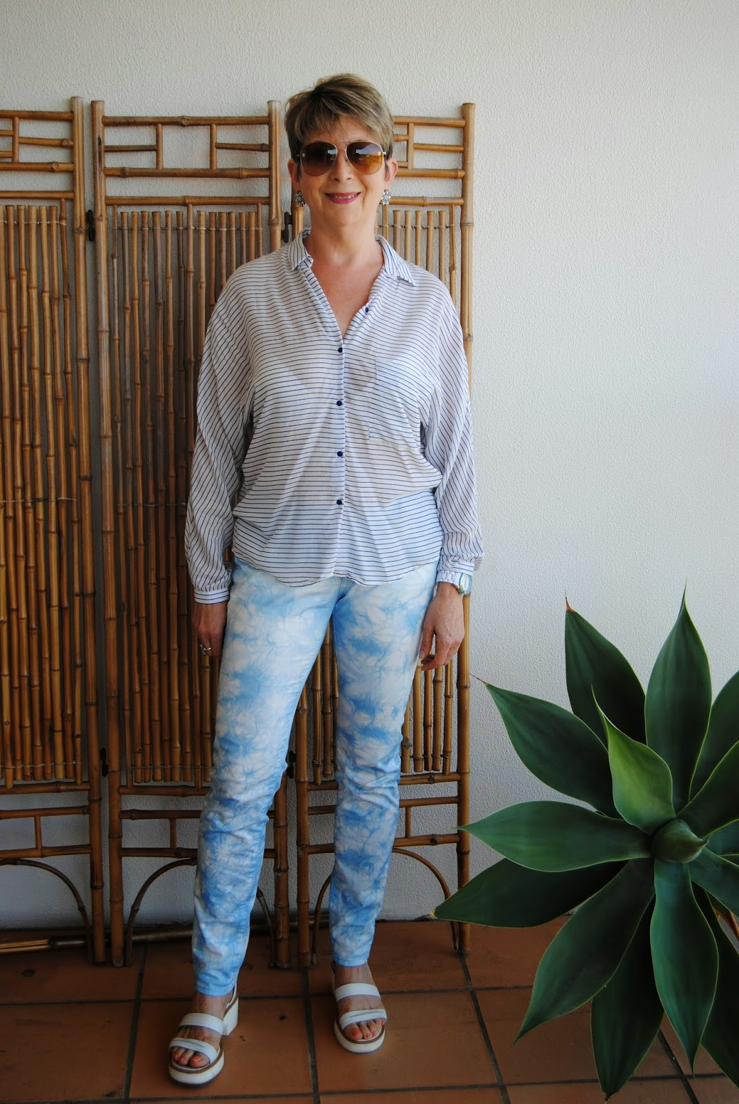marble coloured blue jeans and stripy shirt for a relaxed look