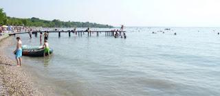En el camping, la playa del Lago di Garda.