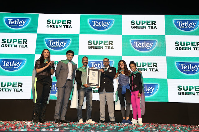 From L to R - Neha Dhupia, Sourav Ganguly, Sushant Dash, Rishi Nath, Shibani Dandekar and Shwetambari Shetty set a GUINNESS WORLD RECORDS record-