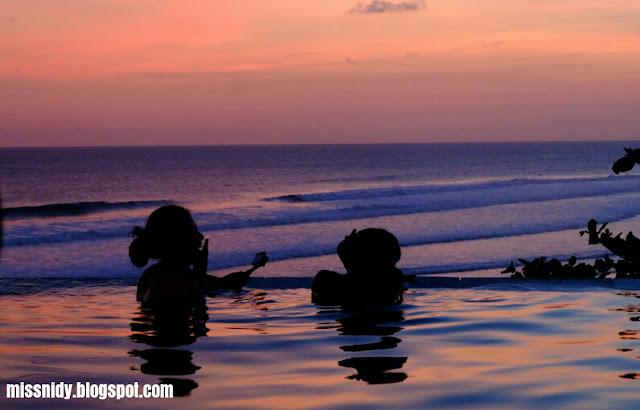 berenang di queen of the south beach resort jogja