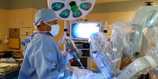 Πρωτοποριακή θεραπεία της κήλης με τη χρήση ρομποτικής χειρουργικής