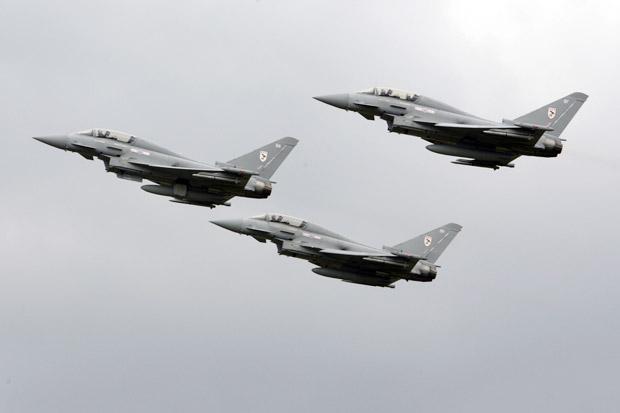 Militer Inggris Perbolehkan Pilotnya Tembak Jatuh Jet Rusia