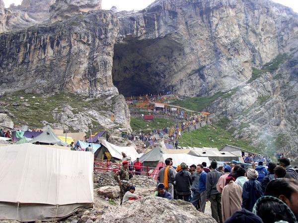 Shiva Lingam Hd Wallpapers Karst Worlds Over 17000 Pilgrims Left For Holy Cave