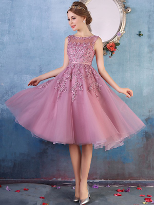 Beautiful A-line Scoop Neck Tulle with Beading Knee-length Prom Dresses