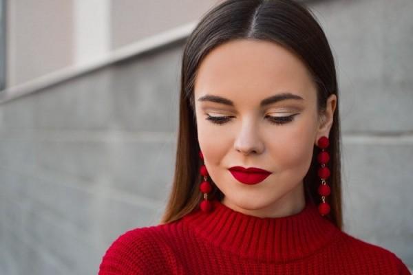 Biar Gak Kering, Coba Lakukan 4 Tips Ini Saat Memakai Lipstik Matte