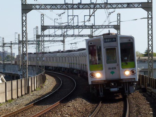 京王電鉄 快速 京王多摩センター行き1 都営10-000形210F
