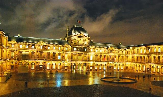 Museu do Louvre em Paris por fora
