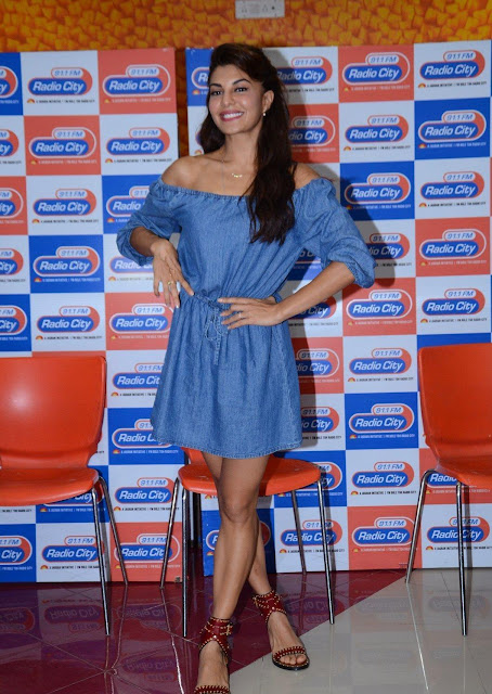 "Jacqueline Fernandez Looks Super Sexy At Film ""A Flying Jatt"" Music Launch At Radio City"