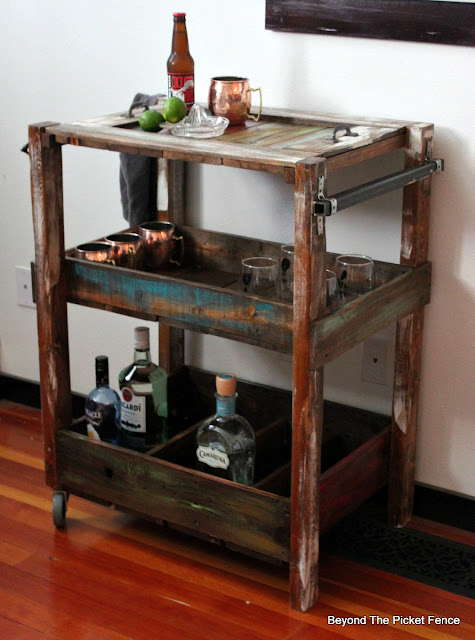 bar cart, rustic industrial, how to, build it, pallets, reclaimed wood, salvaged, tray, shelf, http://goo.gl/vDoqBv