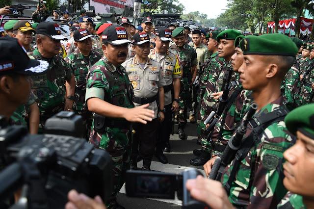 Apel Pengamanan Pemungutan Suara Pemilu Ditinjau Panglima TNI Dan Kapolri