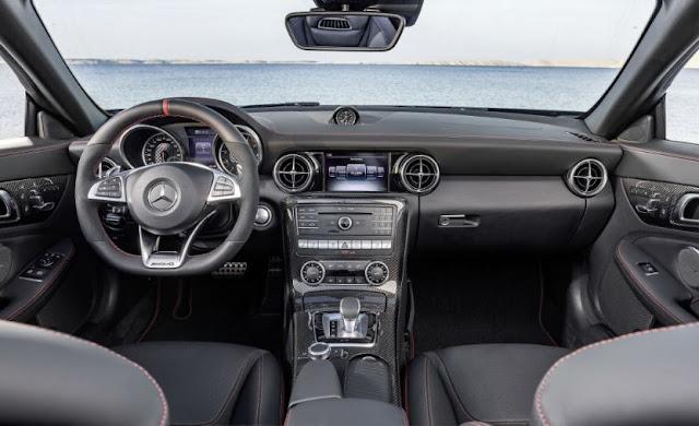 2017 interior Mercedes-Benz SLC Roadster