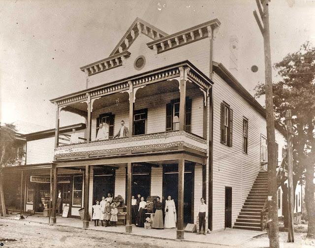 Pampells in Kerrville around 1905