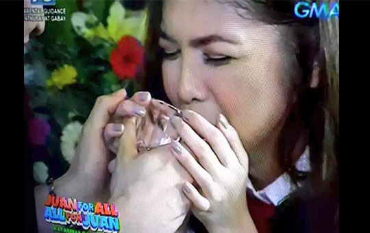 Alden Richards and Yaya Dub first 'Hawak Kamay'