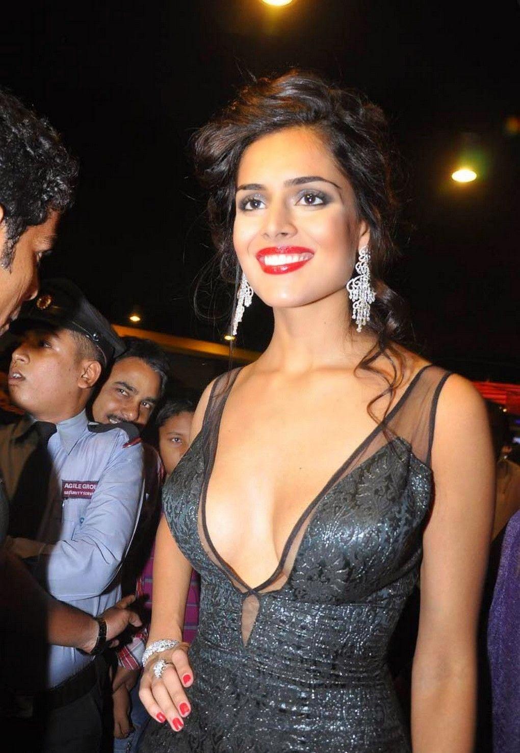 High Quality Bollywood Celebrity Pictures: Nathalia Kaur