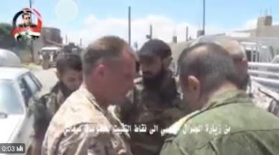 Ρώσοι αξιωματικοί με τους τοπικούς διοικητές στην πόλη Seghata