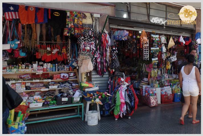 Negocios varios que venden de todo un poco en China Town Buenos Aires