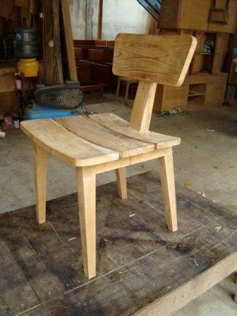 Nariman Chair 03 adalah harga kursi jati yang cantik dan unik