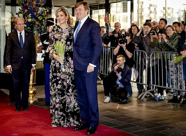Queen Maxima wore Giambattista Valli Appliquéd Floral Print Silk Georgette Gown and Gianvito Rossi gold sandals, Gold earrings at Theaters Tilburg