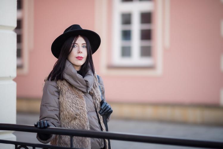 zimowa-stylizacja-z-kapeluszem