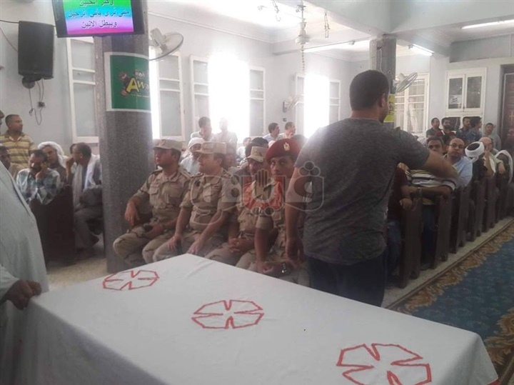 تشييع جنازة الشهيدين كريم مصطفى وبيتر هاني في المنيا (صور)
