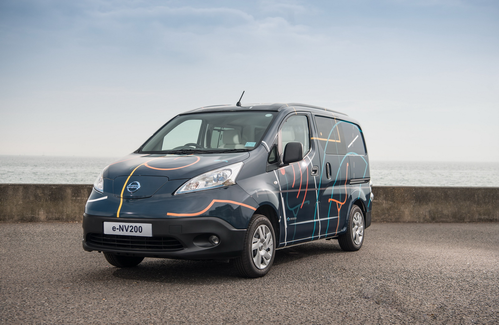 nissan just turned an electric e nv200 into a cool mobile office 28 pics videos. Black Bedroom Furniture Sets. Home Design Ideas