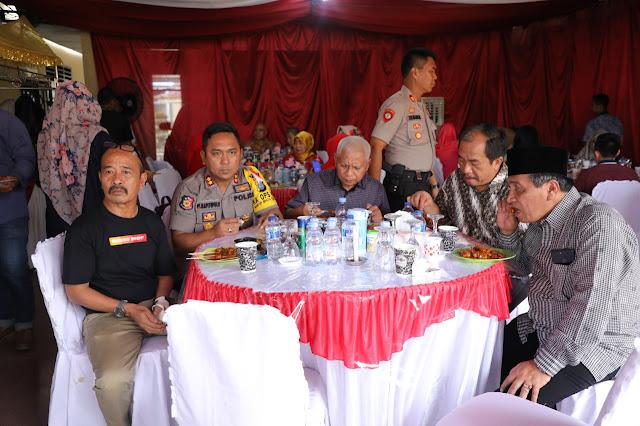 Wakil Bupati Asahan Surya beserya sekda dan kapolres makan bersama.