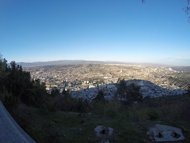 Tbilisi na weekend - Mtancminda jesienią