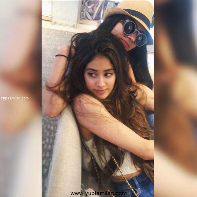 Janhvi Kapoor With her Friends & Families Photos
