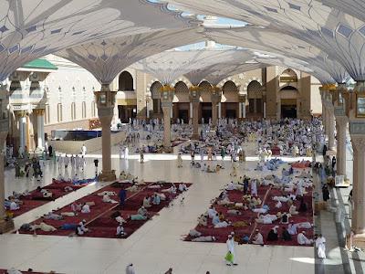 suasana di masjid nabawi