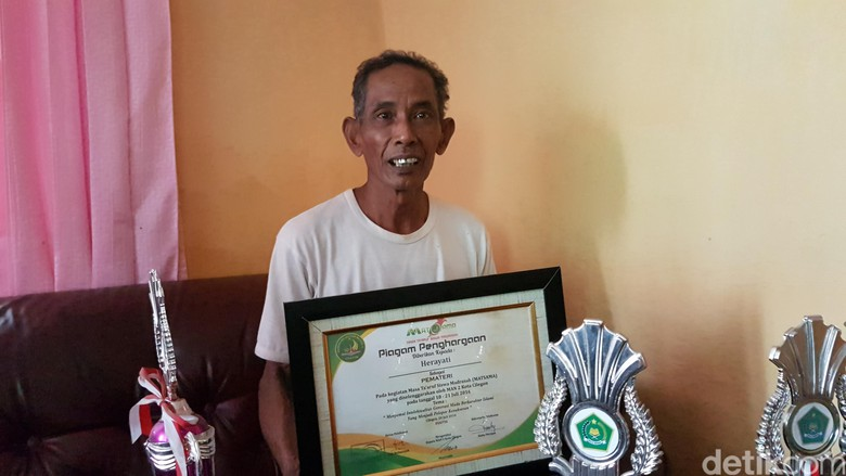 Muslimah ini jadi Mahasiswa ITB dengan IPK 4,0 buat Ayahnya yang Tukang Beca Bangga