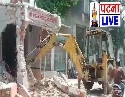 मां दुर्गा का प्रकोप मंदिर तोड़ने गई जेसीबी का फटा इंजन पूरी खबर पढ़ें