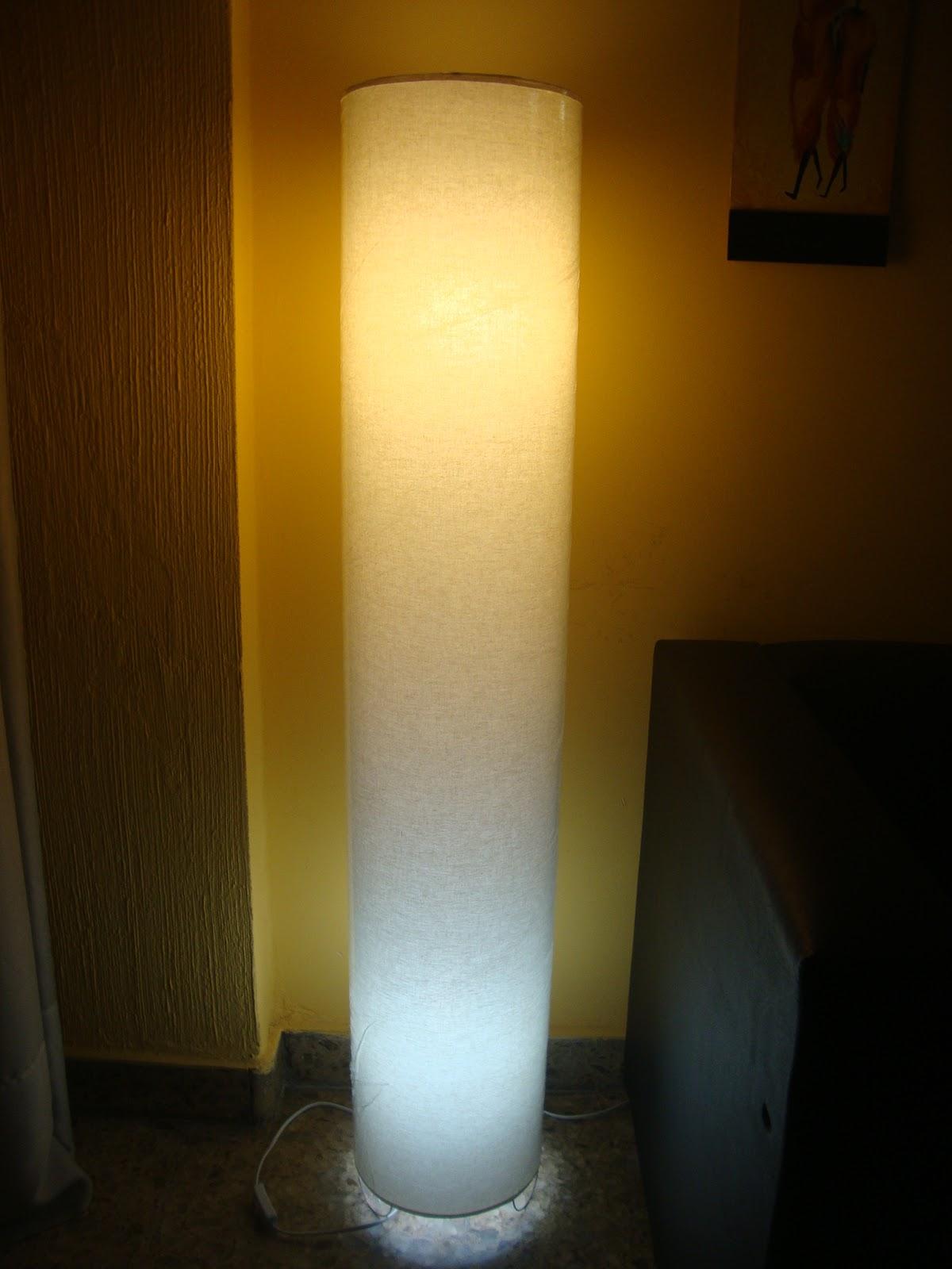 Calida iluminacion lamparas de pie tubo - Iluminacion de pie ...