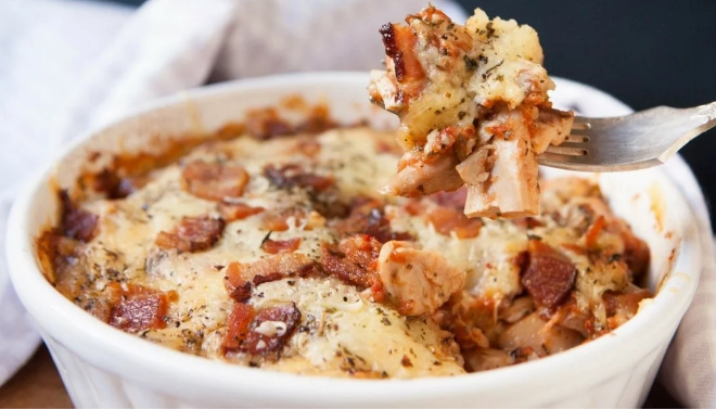 Keto Cheesy Chicken Parmesan Casserole #diet #keto