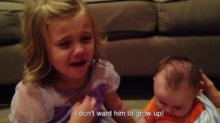 gadis kecil yang menangis karena tidak ingin adik imutnya tumbuh dewasa, youtube, viral, video lucu, video unik, family