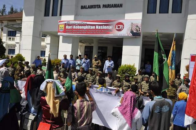 Wako Mukhlis Rahman Saat Menerima Mahasiswa Unjuk Rasa Menegaskan, Pemko Bukan Bangun Pasar Modren, Namun Membangun Pasar Tradisional Agar Lebih Bersih